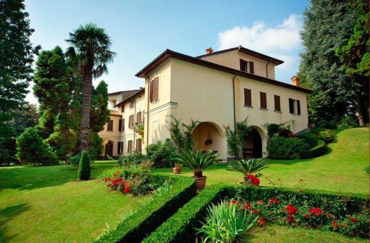Villa giani villa annone di brianza lecco lombardia for Giardino lecco