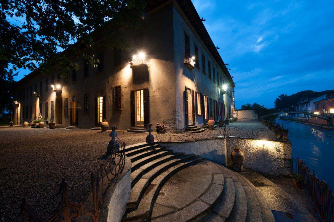 Villa gaia gandini villa robecco sul naviglio milano for Villas gaia