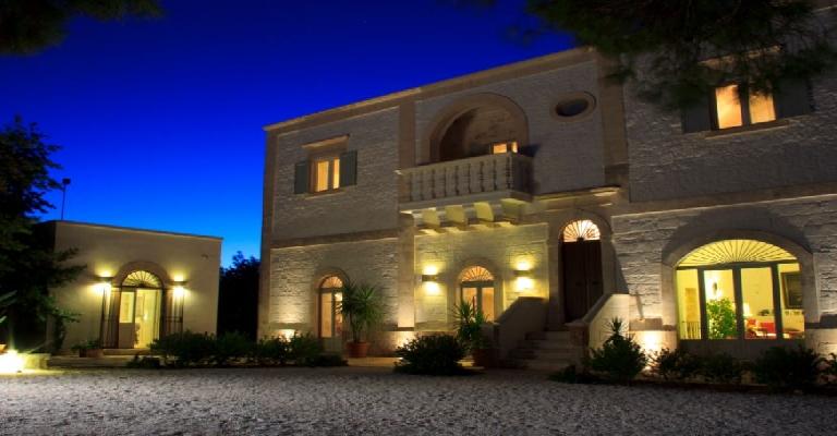 Antonella e Francesco Martucci accolgono i loro ospiti in un casale ...