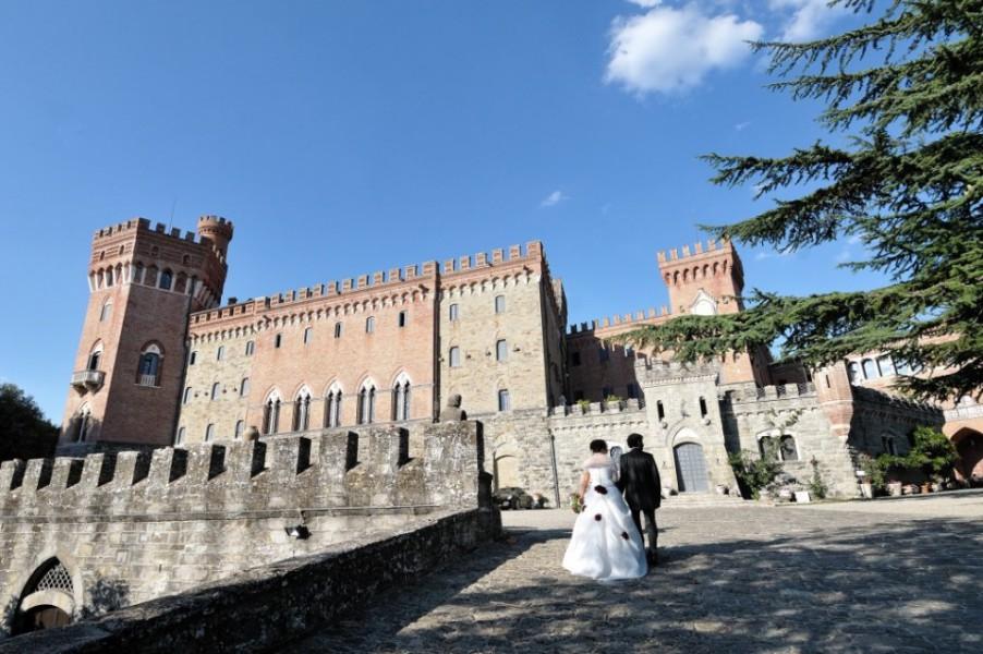 Matrimonio Toscana Castello : Castello di valenzano subbiano arezzo toscana